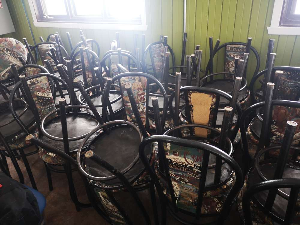 Lot of 55 chairs
